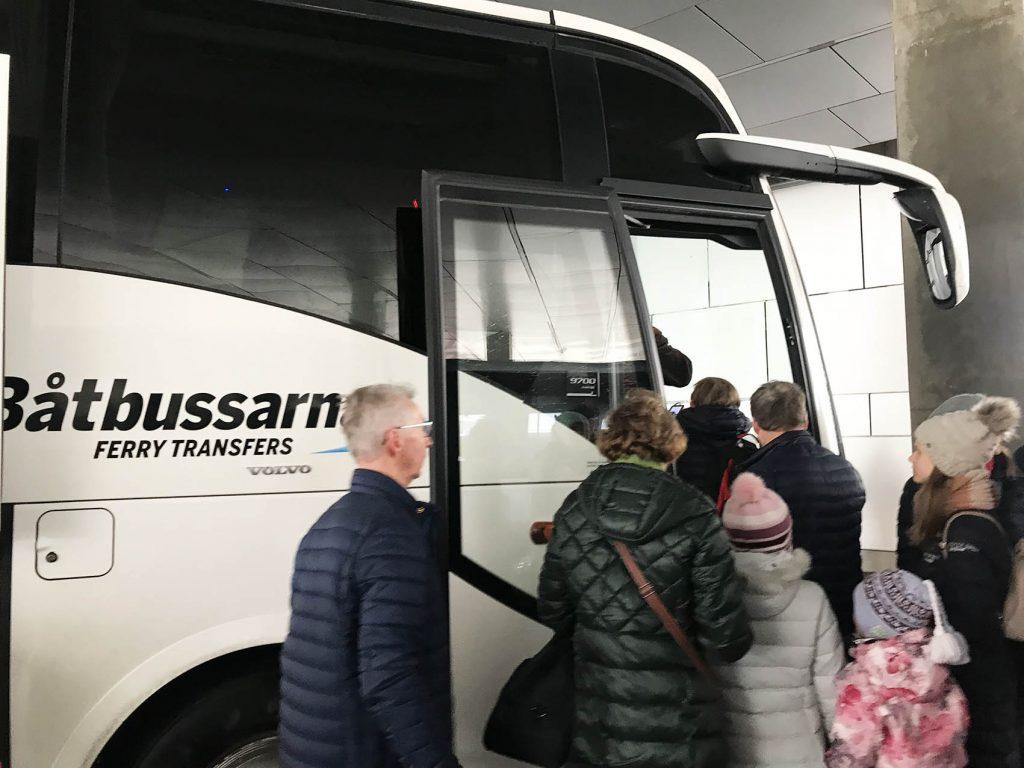 タリンからスウェーデンにフェリーで着いた場合のバス移動